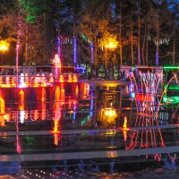 Ночь ,фонтан. музыка. свет. .отражения :: Николай Сапегин