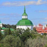 Над крышами Загорска :: Евгений