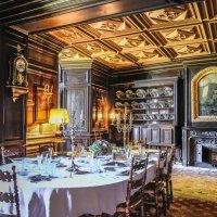 Обеденный зал замка Ла Бреде-Монтескье :: Георгий