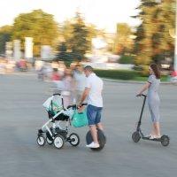 Мобильная семья . Прогулка на колёсах вечером ))) :: Alexey YakovLev
