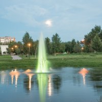 Вечерний фонтан :: юрий Амосов