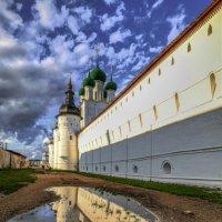 Ростовский Кремль после дождя и перед закатом :: Георгий