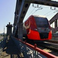 На Краснолужском мосту. :: Anatoley Lunov