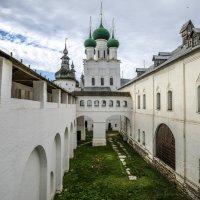 внутри Ростовского Кремля :: Георгий