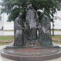 Ярославль. Скульптурная композиция «Троица» :: Дмитрий Солоненко