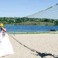 Невеста с мячом :: Евгения Ламтюгова