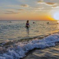 Девушка и море :: Валерий Басыров