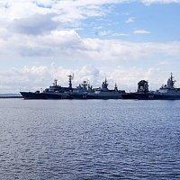 На рейде Финского залива. :: Людмила