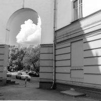 Облако в арке :: Валерий Михмель