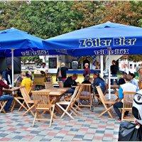 Маленький немецкий ресторанчик на фестивале Стрит фуд. :: Валерия Комова