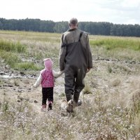 Провожает деда до озера :: Светлана Рябова-Шатунова