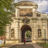 Утро в Петропавловской крепости. Петровские ворота. :: bajguz igor