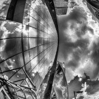Стекло и облака. :: Виталий Авакян