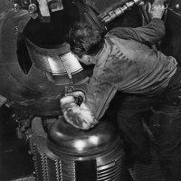 "USS ""Alabama"", BB-60,Looking Into The Breech –This gunner on a U.S. :: Александр"