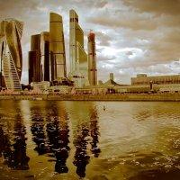 Темная сущность золотого города...)) :: Павел Бутенко