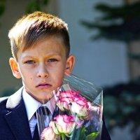 Мальчик с цветами :: Валерий