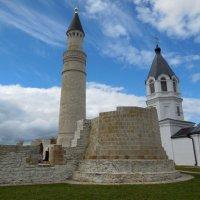 Православный храм и мечеть в Булгарах :: Надежда