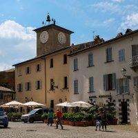 Умбрия. Орвието. Соборная площадь (Piazza del Duomo). Башня Маурицио. :: Надежда Лаптева