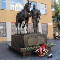 Памятник Чёрным гусарам :: Александр Алексеев