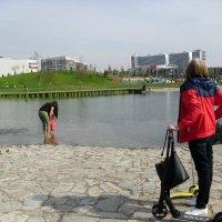 Парк Ходынское поле. 8 сентября, дети купаются! :: Ирина - IrVik