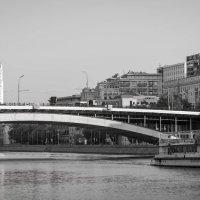 Маэстро - первый утренний трамвайчик! :: Валерий Гудков
