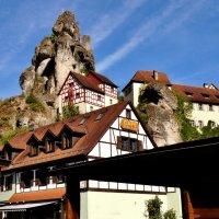 Эти домики, прижавшиеся к «столбовым» скалам – «визитная карточка» Франконской Швейцарии. :: backareva.irina Бакарева