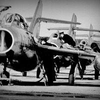Заправка топливом эскадрильи МиГ-17 :: Юрий Велицкий