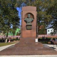 Тула. памятник конструктору-оружейнику, создателю трехлинейной винтовки С. И. Мосину. :: Galina Leskova