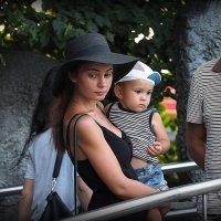 дамочка с ребенком :: Олег Лукьянов
