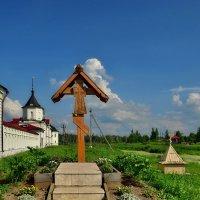 Поклонный крест у стен Варницкого монастыря :: Olcen Len