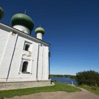 Храм Рождества Иоанна Предтечи на Малышевой горе в Старой Ладоге :: Сергей Григорьев