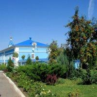На подворье женского Свято-Иверского монастыря в Ростове-на-Дону... :: Нина Бутко