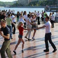 зажигательные танцы :: Олег Лукьянов