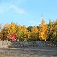 Памятник в парке :: Елена Викторова