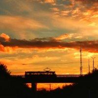Осеннего вечера трамвайчик... :: Леонид Абросимов