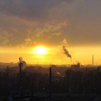 Город труженик на закате :: Владимир