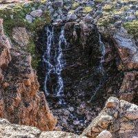 вот и водопад на берегу Баренцево моря в Териберке :: Георгий А