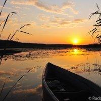Закат с лодкой :: Сергей