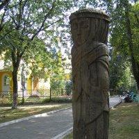 скульптура возле Петропавловской церкви :: Анна Воробьева
