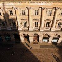 Улочка/ вид с крыши Миланского собора/ Люди и тени :: Olga