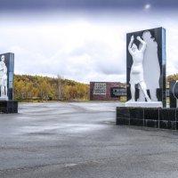 символическая скульптура в память павшими войне :: Георгий А