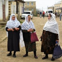 В Кубачах женщины всегда в белых платках. Дагестан. :: Елена Савчук