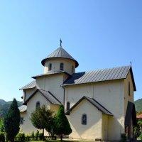 В монастыре Морача :: Ольга