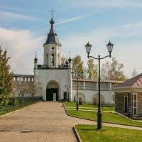 Святые южные ворота Свято-Успенского монастыря. :: Александр Теленков