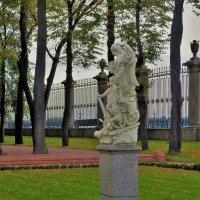 Скульптура Ништадтский мир... :: Sergey Gordoff