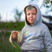 мальчик с бананом :: Алексей Лейба