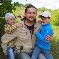 Артём с детьми на мотогонках. :: Ильсияр Шакирова