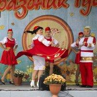 Зажигательный танец :: Елена Иванова