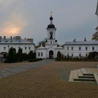 Вечер в монастыре :: Александр Сапунов