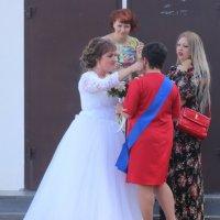 Невеста и ее подруги :: Дмитрий Солоненко